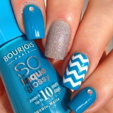 Blue Chevrons nail art by Giovanna - GioNails