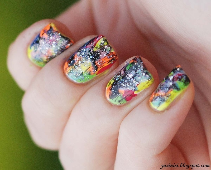 Distressed with glitter nail art by Yasinisi