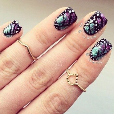 Butterfly Wings nail art by Isabella
