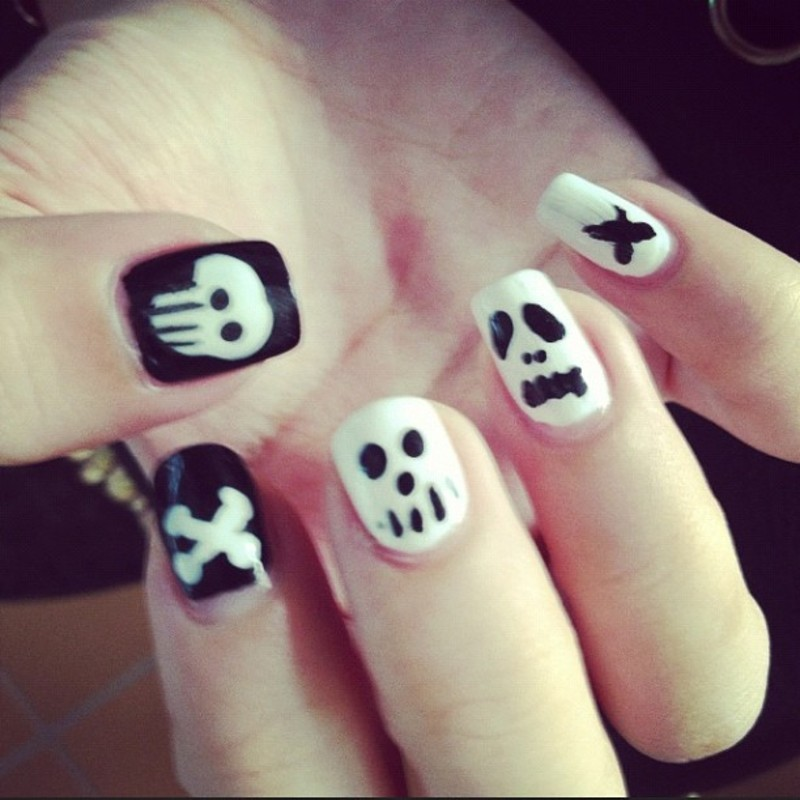 Skull and Bones nail art by Luxi Zhang