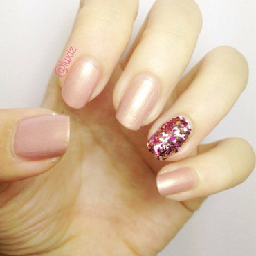 Accent nails nail art by Luxi Zhang