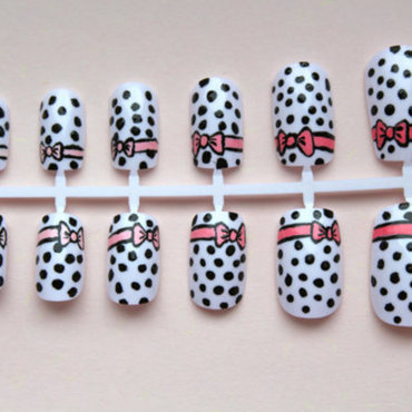 minnie mouse bow nails nail art by Cinnamoncafe