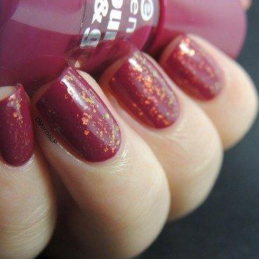 Flakies Fairy Cream nail art by Marine Loves Polish