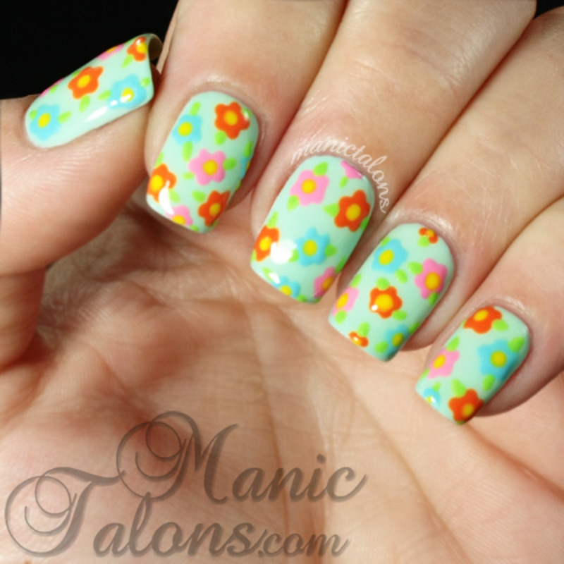 Simple flowers with LeChat Sugar Me Up nail art by ManicTalons