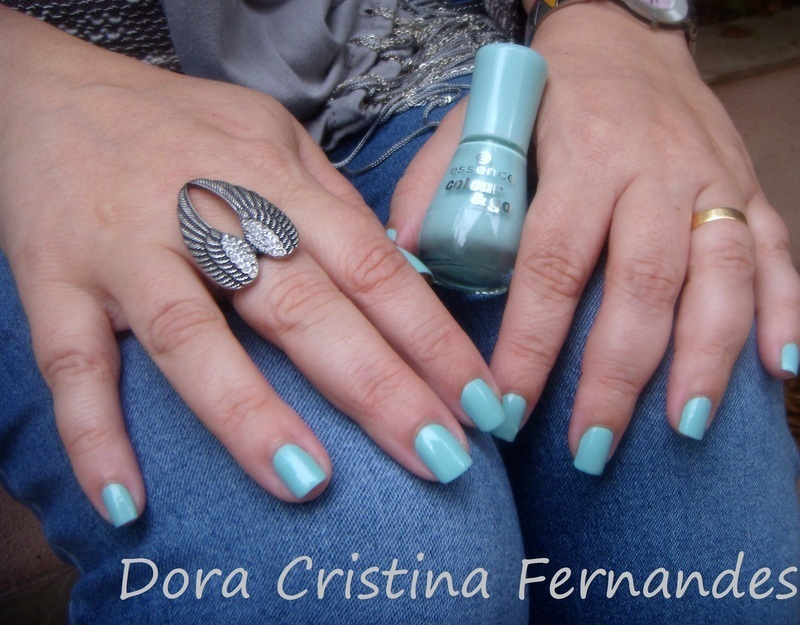 Essence that's what I mint Swatch by Dora Cristina Fernandes
