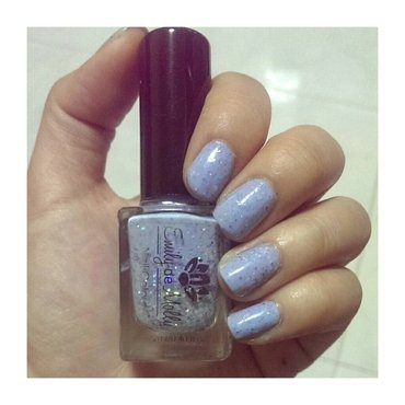Emily de Molly Hole in the Sky Swatch by JingTing Jaslynn