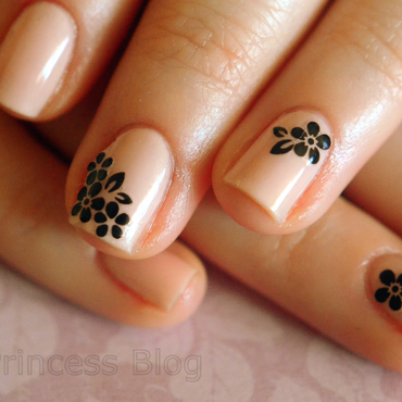 Simply elegant nail art by 9th Princess