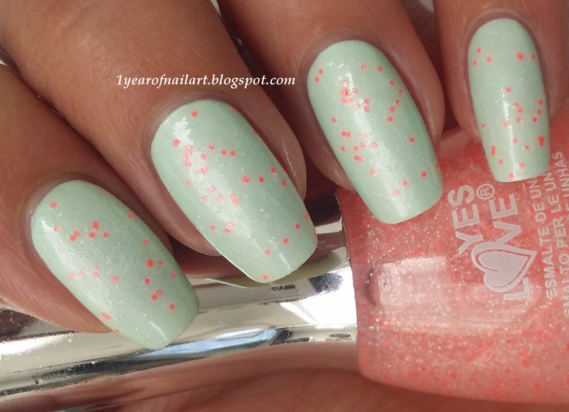 Yes Love G2-3 Glow in the dark and Catrice LE Creme Fresh Evergreen 60s Swatch by Margriet Sijperda