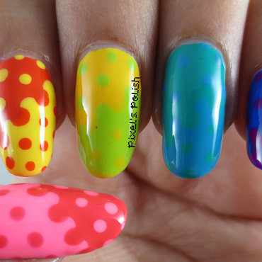 Rainbow Interlocking Dots nail art by Pixel's Polish
