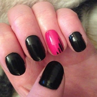 Simple nail art by Kelly Greenwood