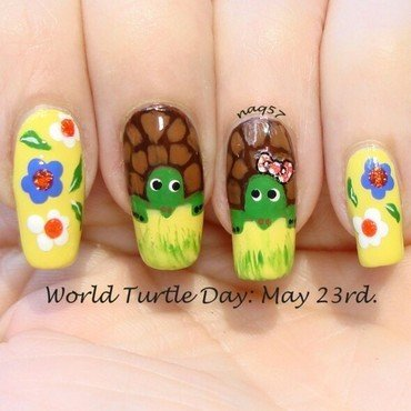 Turtle Love nail art by Nora (naq57)