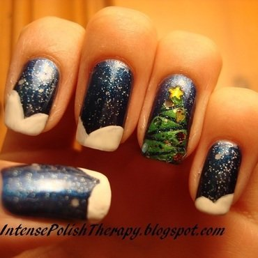 Christmas tree + Snow Manicure nail art by IntensePolishTherapy Anita