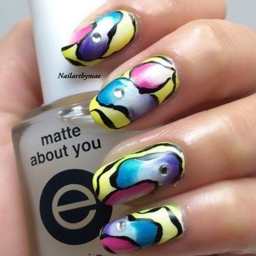 Abstract mani nail art by Mae Lara