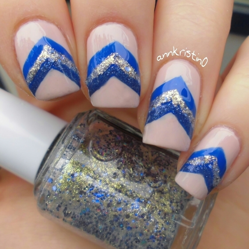 Liquid Sand Chevrons #3 nail art by Ann-Kristin