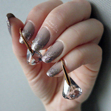 Cool neutral glitter gradient nail art by simplynailogical