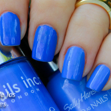 Nails Inc. Baker street and Sally hanse Pacific Blue Swatch by Cajon de los esmaltes