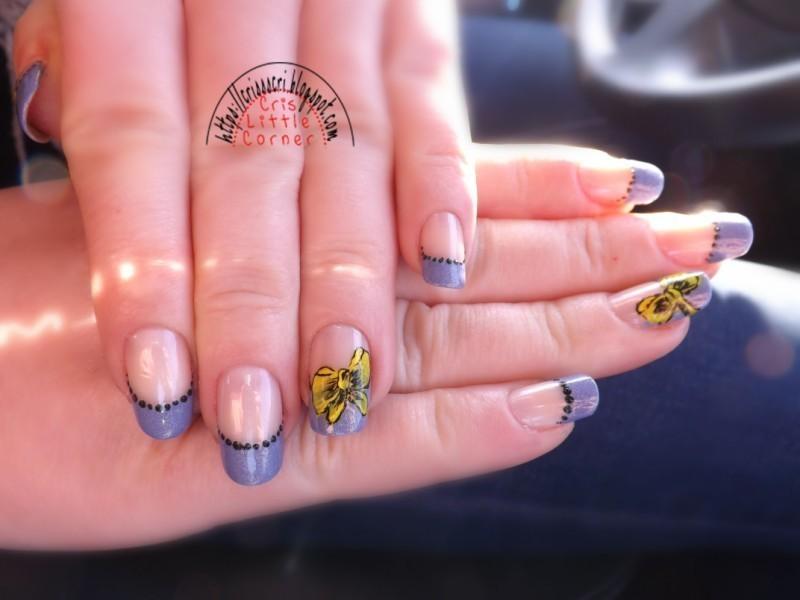 blue & b0w nail art by Cris'
