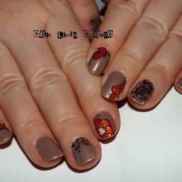 red-gold-flowers nail art by Cris'