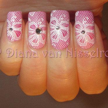 Lace nail art by Diana van Nisselroy