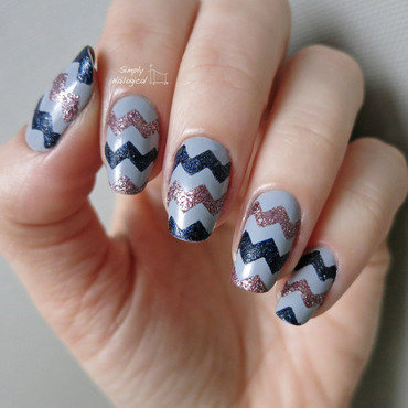 Simple textured chevrons nail art by simplynailogical