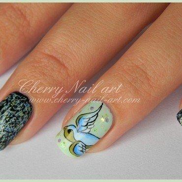 Nail art oiseau style tatouage et vernis effet plume 2 thumb370f
