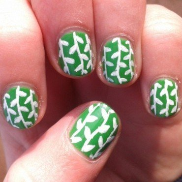 leaves nail art by Loes