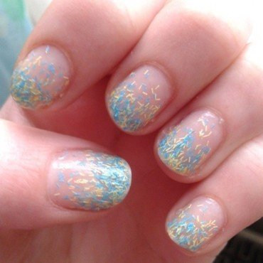 fuzzy ombre nail art by Loes