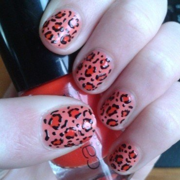red panther nail art by Loes