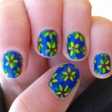 yellow flowers nail art by Loes
