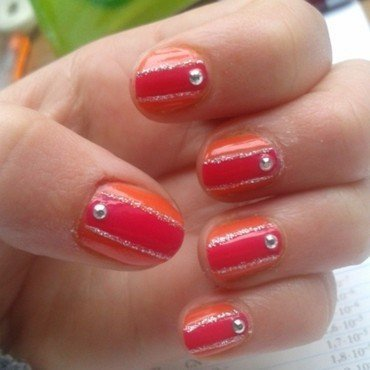 glitter stripe nail art by Loes