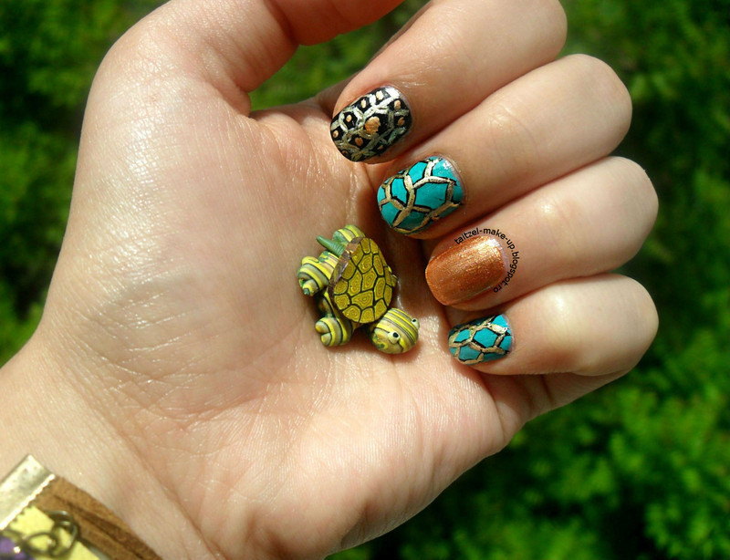 Turtle shell nail art by Teo