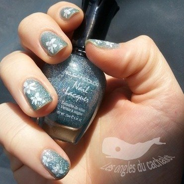 Sweet blue flowers nail art by Cachalot