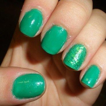 GREEN ACCENT NAIL nail art by GepeNails