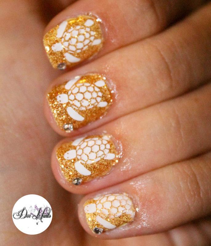 Gold sands nail art by Diana Livesay
