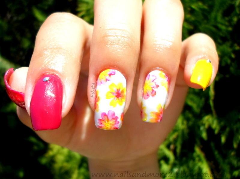 flowers love nail art by Edyta