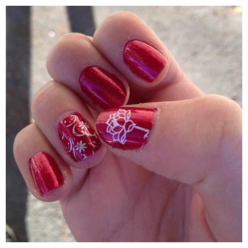 Framboise et stamping nail art by Dju Nails
