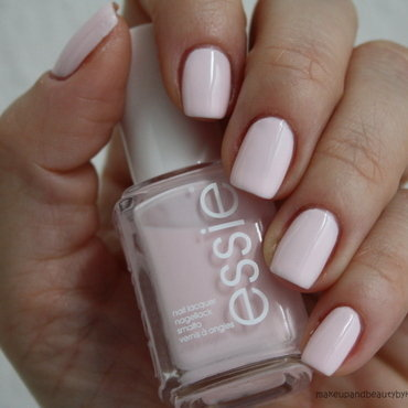 Essie Fiji Swatch by Karo