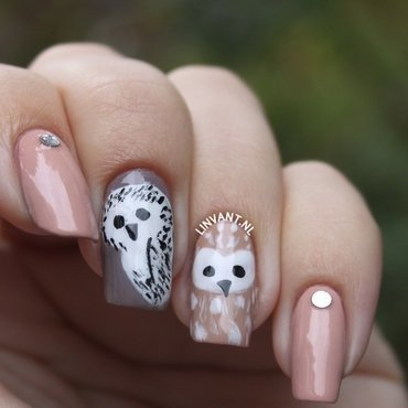 Nude Owls nail art by Lin van T