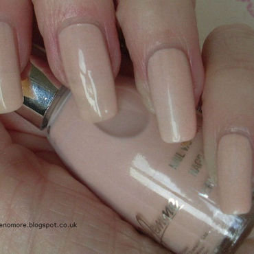 La Femme Nude Swatch by Tracey - Bite no more