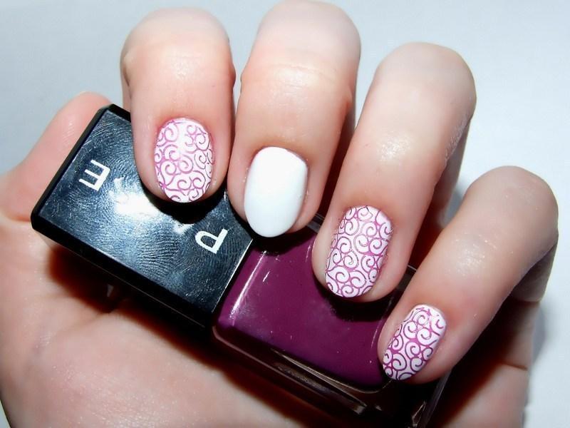 Violet nail art by Paulina Domoradzka