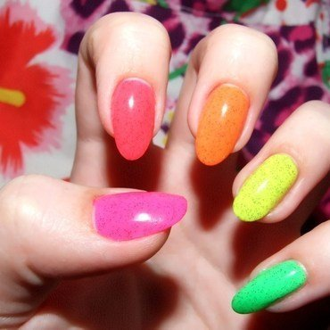 Neon for summer nail art by Paulina Domoradzka