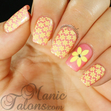 Pretty Little Flowers with Lily Anna 09 nail art by ManicTalons