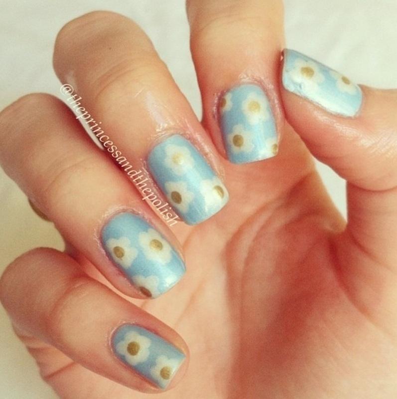 Daisies!! nail art by Alexandra
