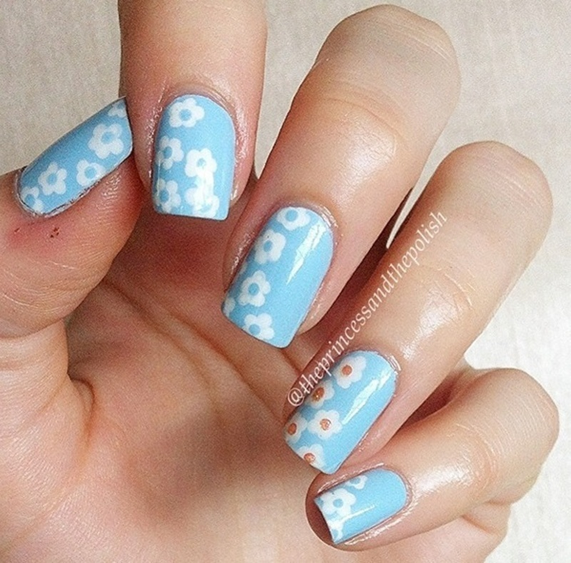 Baby Blue Dasies nail art by Alexandra