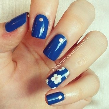 Denim and Dasies nail art by Alexandra