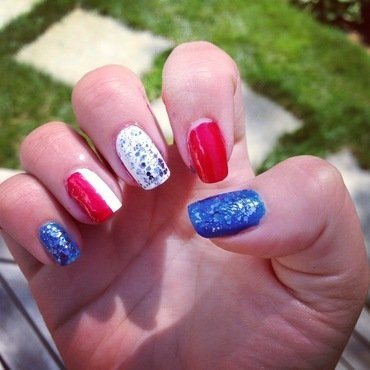 July 4th DIY nail art by Sam Winnick