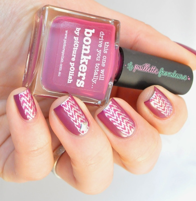 urban stamping nail art by nathalie lapaillettefrondeuse