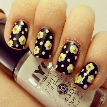 Daisy Nails nail art by sophdoesnails -