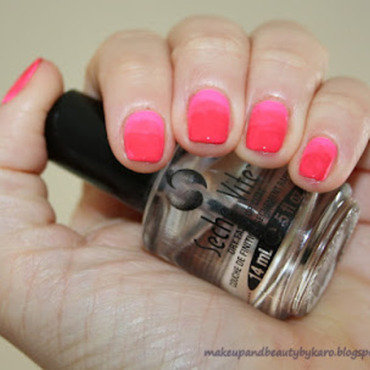 Gradient Nails nail art by Karo