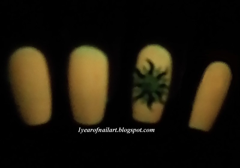 Tribal sun (in the dark) nail art by Margriet Sijperda